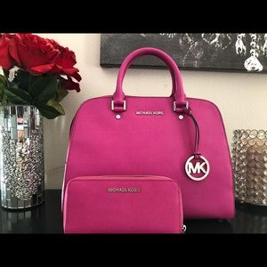 MICHAEL KORS JET SET SATCHEL AND WALLET